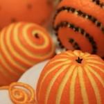 Udekorowane świąteczne pomarańcze