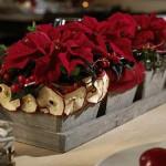 Dekoracja świąteczna na wigilijnym stole.