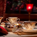 Świąteczna zastawa przed wigilijnym posiłkiem.